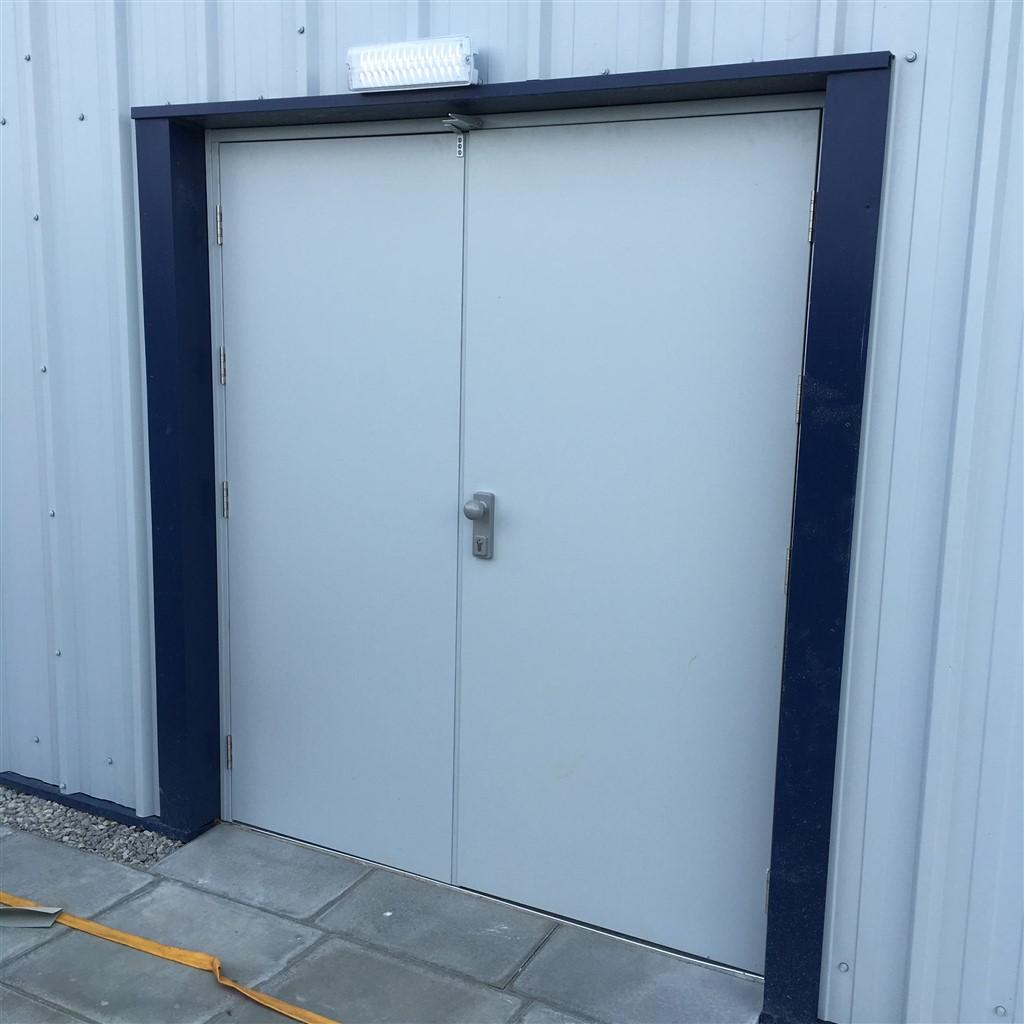 double_personnel_door (2)